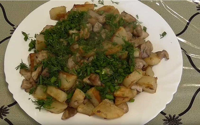 Как жарить картошку с грибами – лучшие пошаговые рецепты приготовления