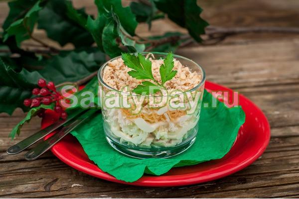 Слоеный салат с яблоком, сыром и яйцом классический рецепт