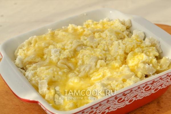 Залить лапшу яйцами
