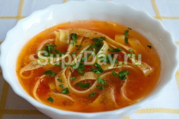 Томатный суп с курицей и вермишелью