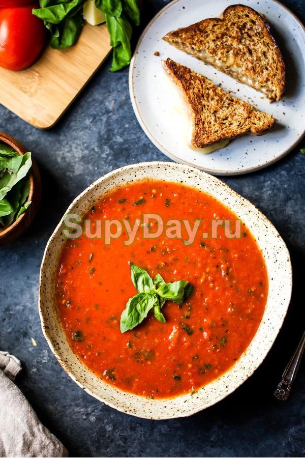 Жареный томатный суп с курицей