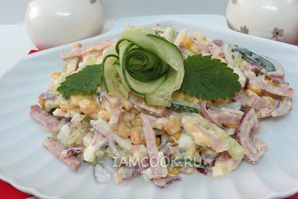 Салат «Соломка» с копченой колбасой