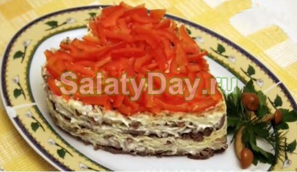 Салат с маринованными опятами, сердечками и орехами