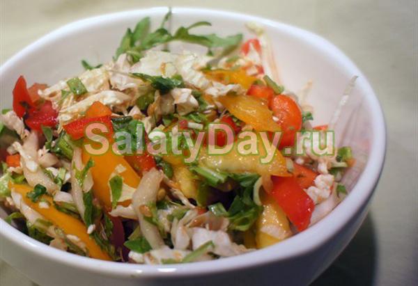 Салат из куриных сердечек с пекинской капустой
