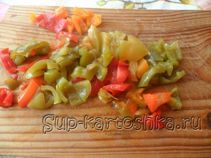 болгарский перец порезан на небольшие кусочки