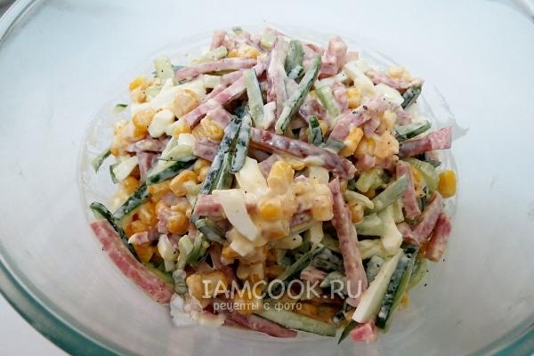 Рецепт салата «Соломка» с копченой колбасой