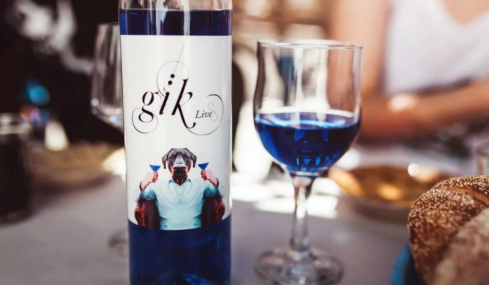Чем придают синий цвет алкоголю