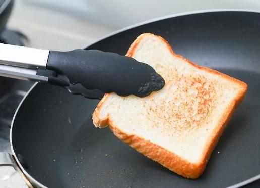 Тост в сковородке