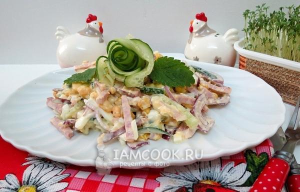 Фото салата «Соломка» с копченой колбасой