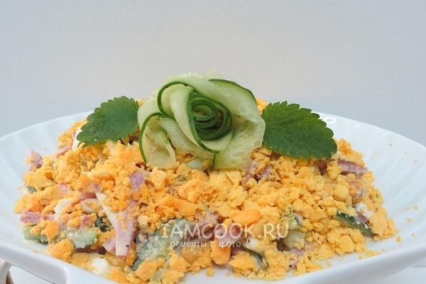 Готовый салат «Соломка» с копченой колбасой