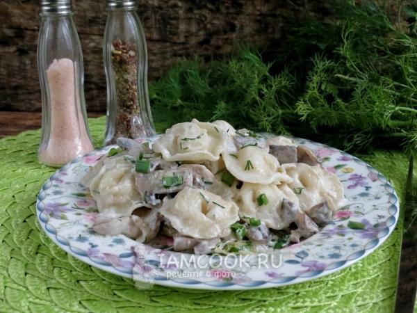 Фото пельменей с грибами в горшочках в духовке