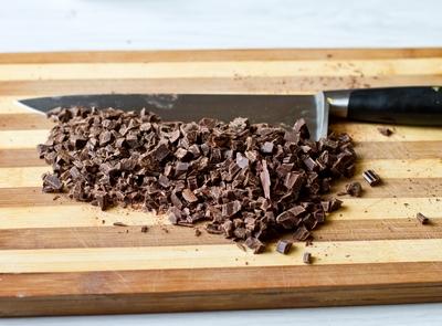 Рубим шоколад