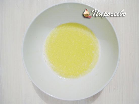 Растопить сливочное масло до жидкого состояния