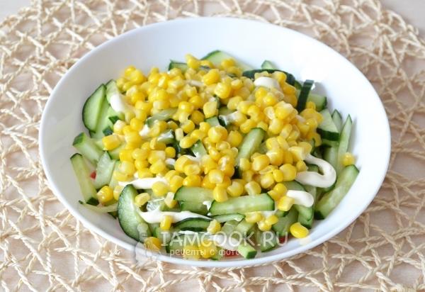 Положить кукурузу