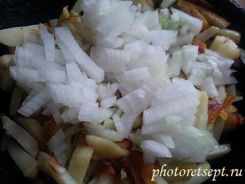 лук с картошкой жарим
