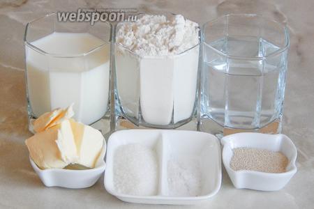 Для приготовления ажурных булочек нам понадобятся мука пшеничная, молоко, вода, соль, сахар, масло сливочное и сухие активные дрожжи.