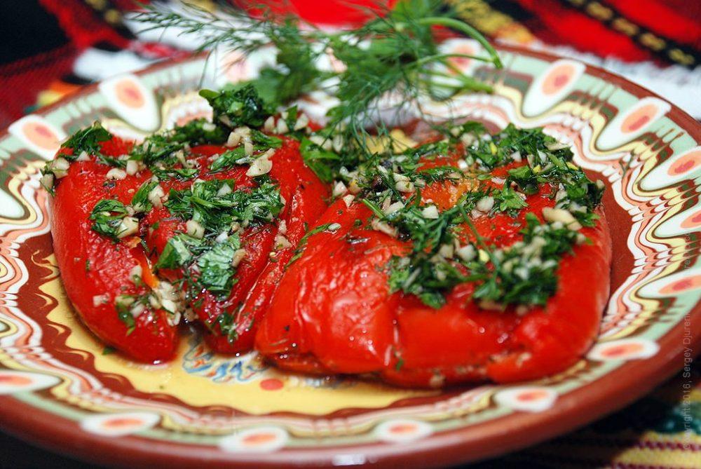 Как приготовить Сладкий перец фаршированный сыром. Шаг 17: Перец с сыром с зеленью и чесноком