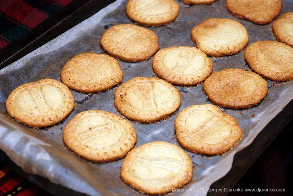 Как приготовить Домашнее песочное печенье. Шаг 17: румяное печенье