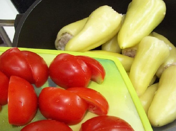 Свежие помидоры и перец