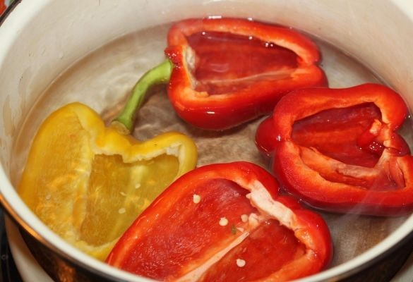 Половинки болгарского перца