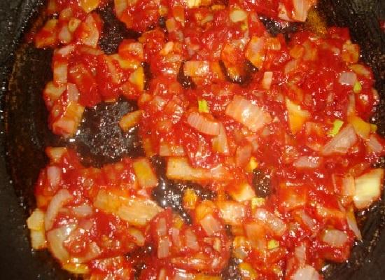 Подлива из лука и томатной пасты