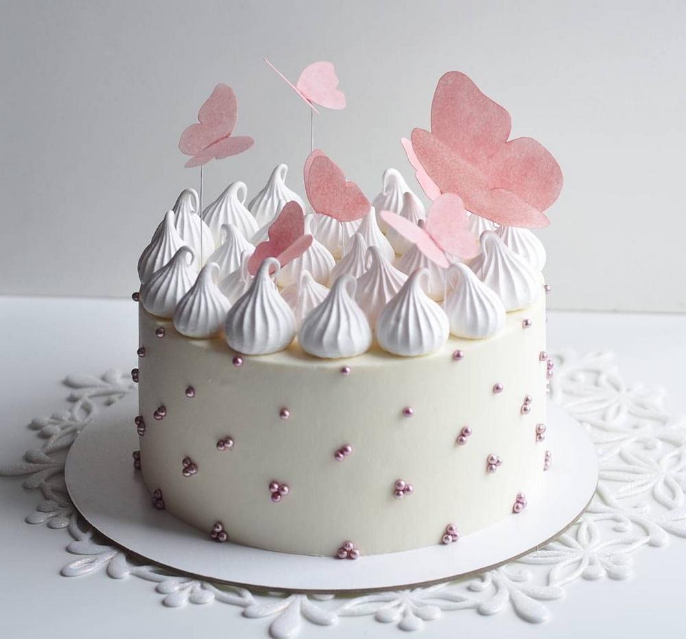 Торт ребенку на день рождения бусины