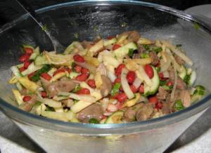 Салат из сердечек куриных с фасолью