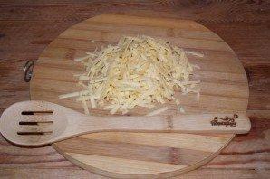Салат с виноградом, сыром и чесноком - фото шаг 1