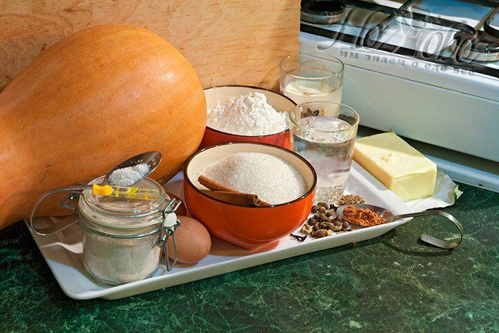 Продукты для тыквенного пирога готовим заранее