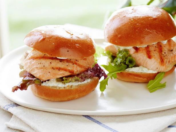 Сэндвич с лососем-гриль