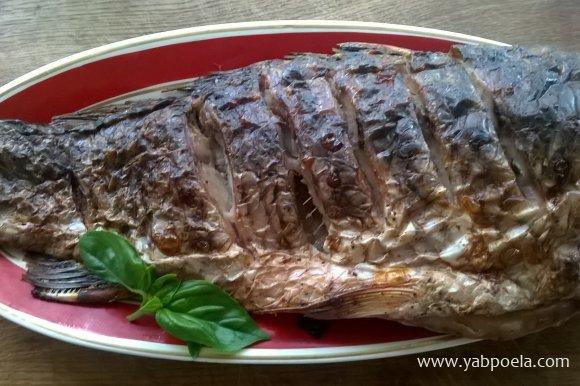 Подавайте запеченный сазан с овощами и картошечкой, это очень вкусно. Приятного аппетита!