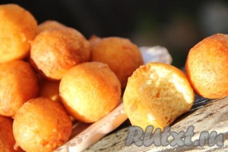 Вот такие золотистые, воздушные и мега вкусные творожные пончики получаются.