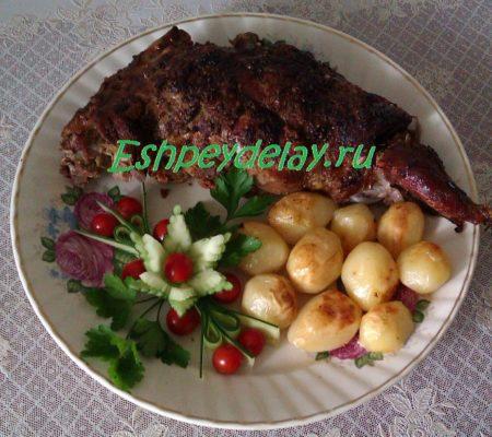 баранья нога запеченная в духовке с картошкой