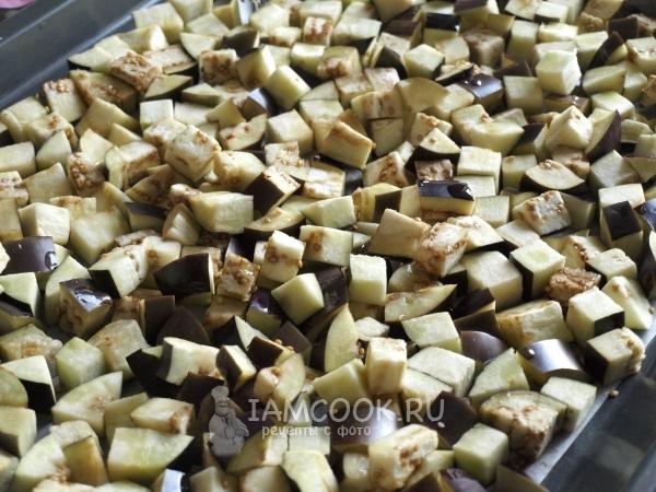 Выложить баклажаны в духовку