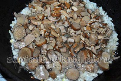Белые грибы на сковороде