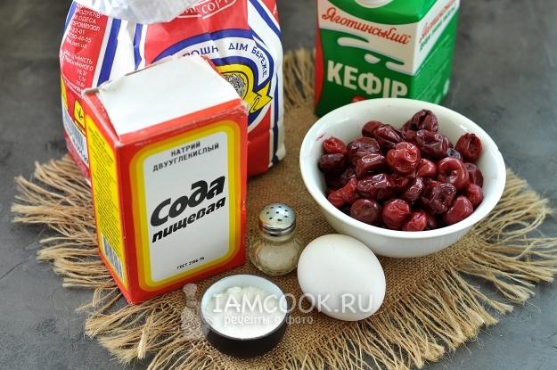Ингредиенты для жареных пирожков с вишней на сковороде