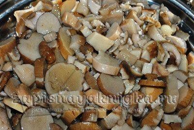 Отварные белые грибы