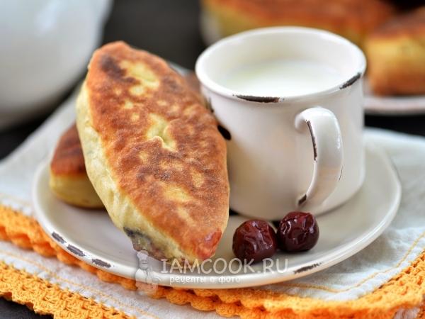 Жареные пирожки с вишней — рецепт с фото пошагово
