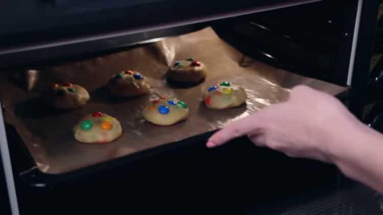Для приготовления печенья с ммдемс, подготовьте все необходимое