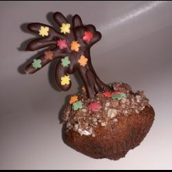 """Фото Кексы """"Осенний сад"""" с шоколадными украшениями"""