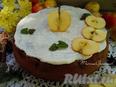 Такая шоколадная шарлотка с яблоками понравится не только взрослым, но и детям. Пирог получается нежнейшим, ароматным и очень вкусным. Порадуйте и вы свою семью!