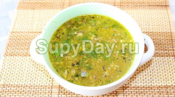 Суп с сайрой консервированной и взбитыми яйцами