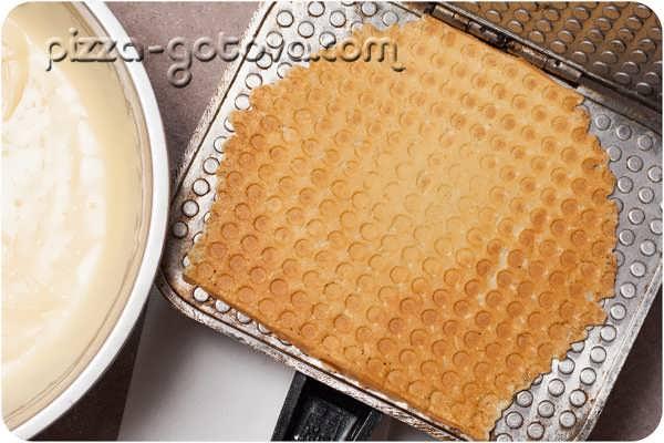 Как приготовить вафли в вафельницу