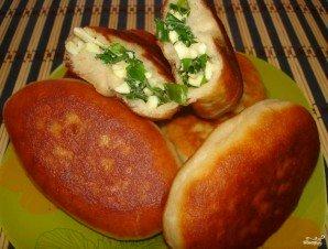 Жареные пирожки с яйцом и луком - фото шаг 5