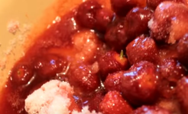Самый простой рецепт варенья из клубники без добавления воды