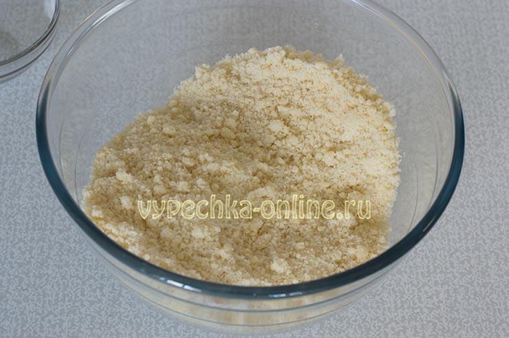 Посыпка для пирогов из сахара муки и сливочного масла