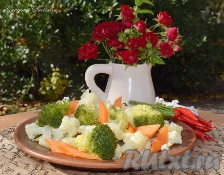 Такие овощи прекрасно подойдут в качестве гарнира к мясу или рыбе, а в дни Поста станут замечательным основным блюдом. В овощах, приготовленных на пару в мультиварке, остается масса витаминов и микроэлементов, а значит блюдо получается не только вкусным, но и полезным.