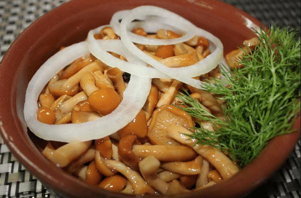 Опята с зернами горчицы