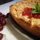Пирог с крыжовником и карамельным штрейзелем(а-ля клафути).